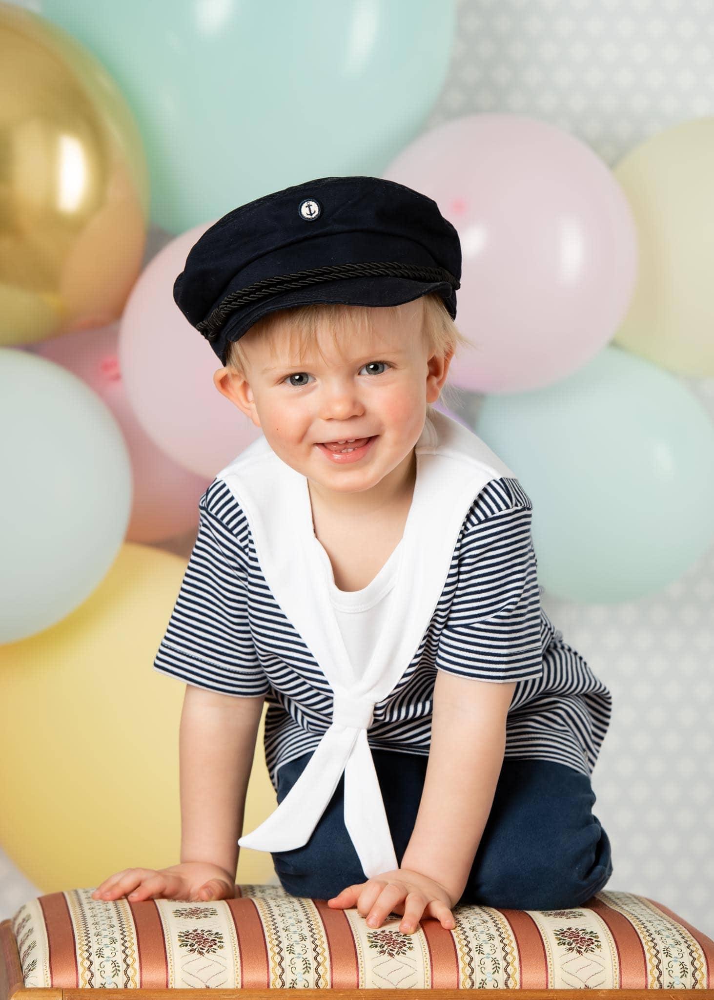 Barnfoto 2 årskort med ballonger