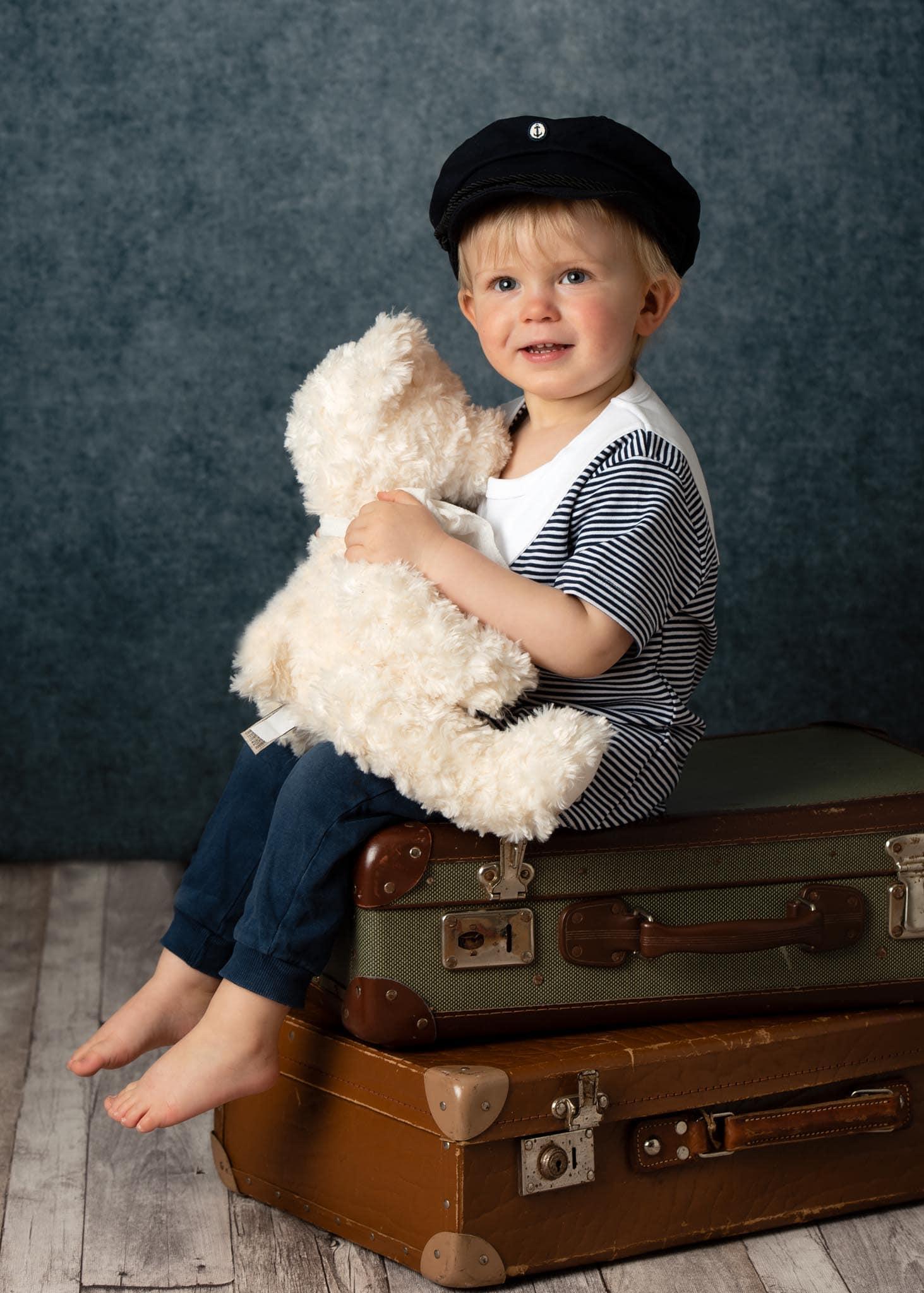 Barnfoto i studio, 2 årskort med nalle